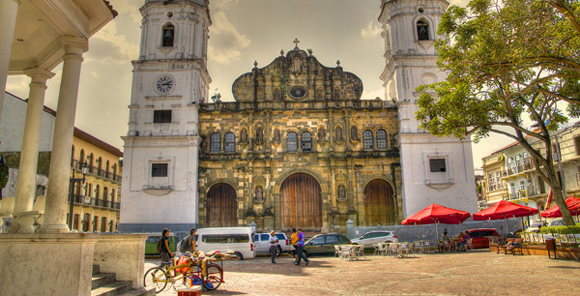 Living in Panama - How to Open a Bank Account in Panama