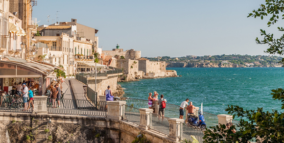Expats in Italy  - Pros and Cons of Living in Italy